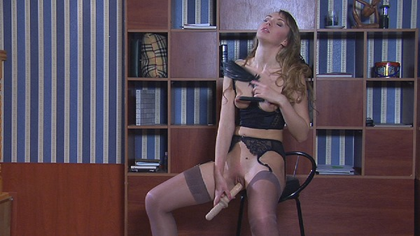 slave-jn-fucking-herself-for-her-master